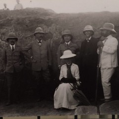 Lord Kitchener (second left) visits the #excavation at #Meroe in 1911. Photo JG-M-A-01a in the @GarstangMuseum Meroe exhibition.