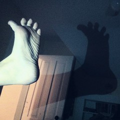 Foot shadow puppets