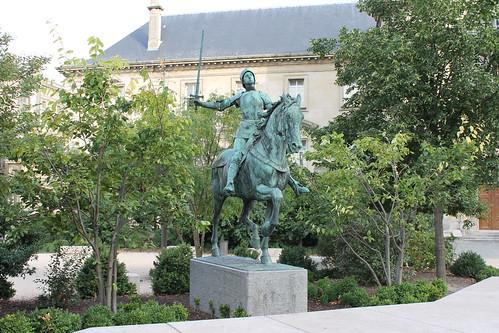 2012.08.04.042 - REIMS - Place du Cardinal Luçon - Statue équestre de Jeanne d'Arc