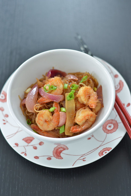 nuudli-krevetivokk hoisin kastmega/hoisin-shrimp sir-fry