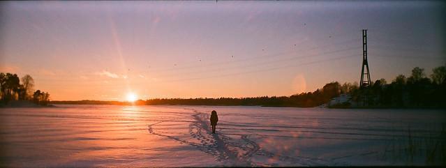 Caminando sobre una bahía congeladoa