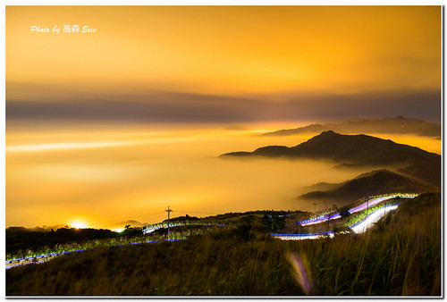 morning mountains lights nikon track taiwan 台灣 d800 雲海 taipeicounty 台北縣 早晨 軌道 五分山 山巒 車燈 247028g 瑞芳區 fifthmountain seaofclouds ruifangdistrict