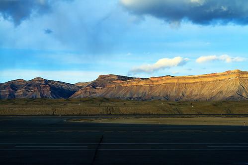 sunset tarmac canon airport colorado hills 7d grandjunction canonef24105mmf4lisusm