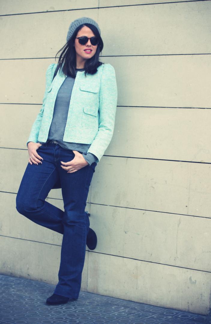 Look blazer azul + gorro gris - Monicositas