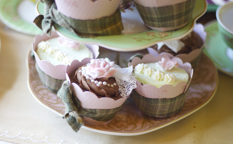 Paisley Immy Cupcakes and dotcomgiftshop cake stand