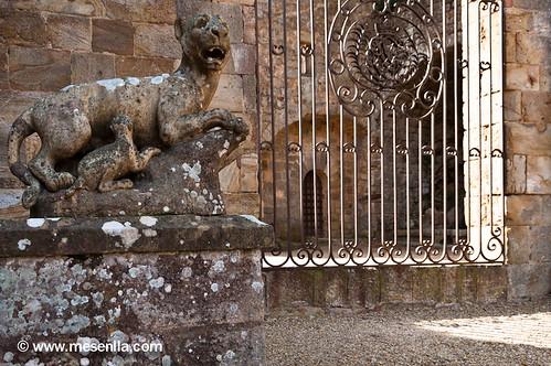 Puerta de acceso a la Abadía