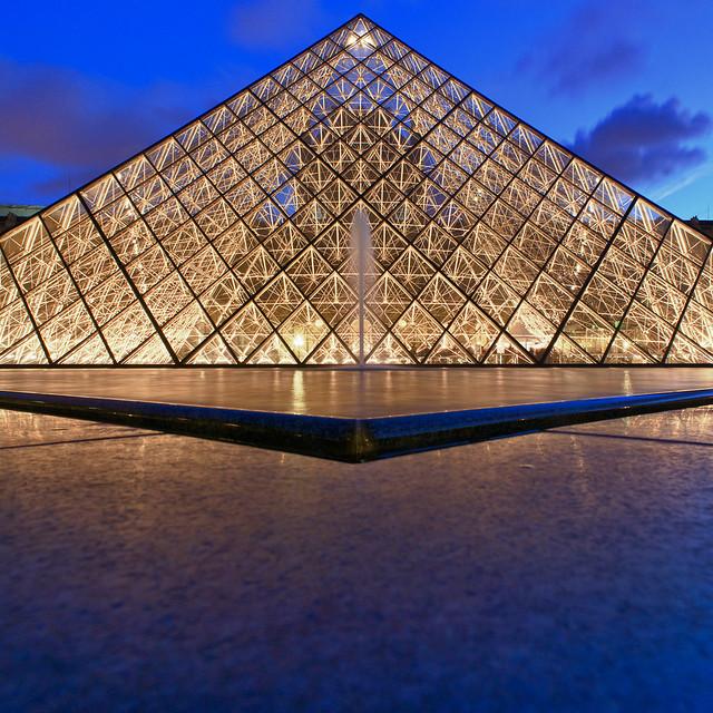 La pyramide du louvre flickr photo sharing - Construction pyramide du louvre ...