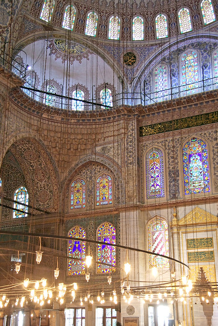 Interior of the Blue Mosque, Istanbul, Turkey イスタンブール、ブルーモスク内装