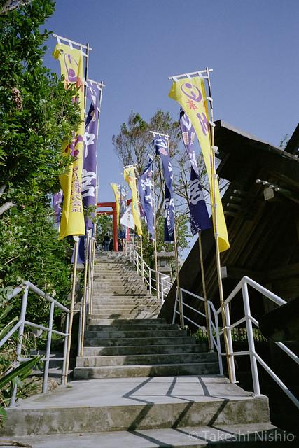 上への階段 / Stairs to upper place