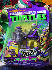 "Nickelodeon ""MUTAGEN OOZE"" TEENAGE MUTANT NINJA TURTLES :: OOZE SCOOPIN' DONNIE - A  (( 2013 ))"