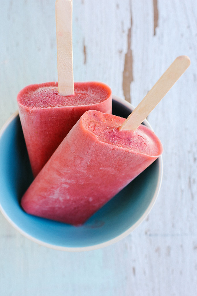 strawberry coconut popsicles {vegan}