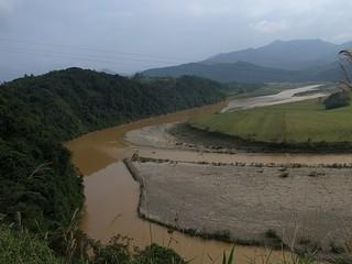 茶色いベトナムの川