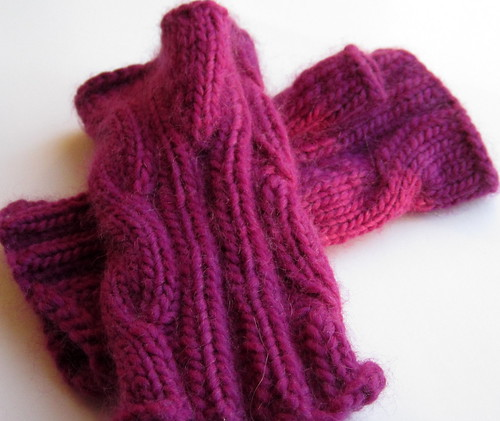 Cabled fingerless mitts