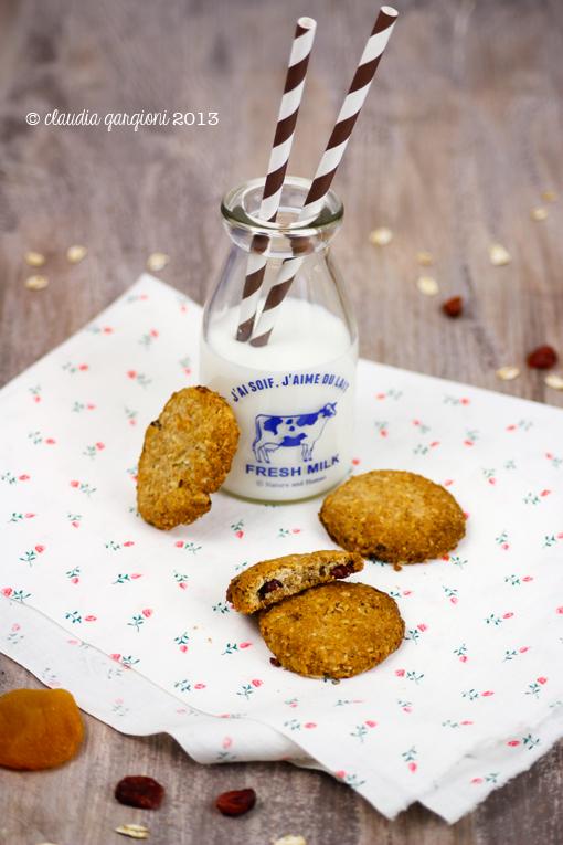 biscotti integrali con mirtilli e albicocche secche