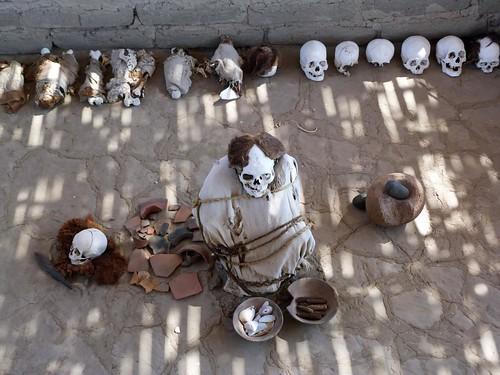 Fotografía de una tumba del Cementerio de Chauchilla (Perú)