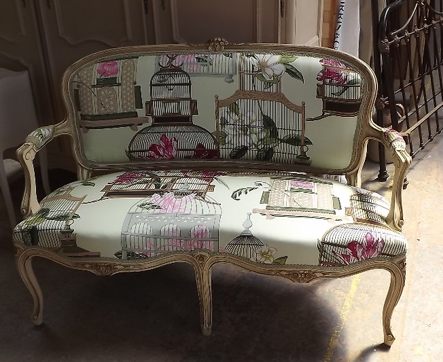 Bright patterned upholstery fabric french vintage sofa for Mobili vintage