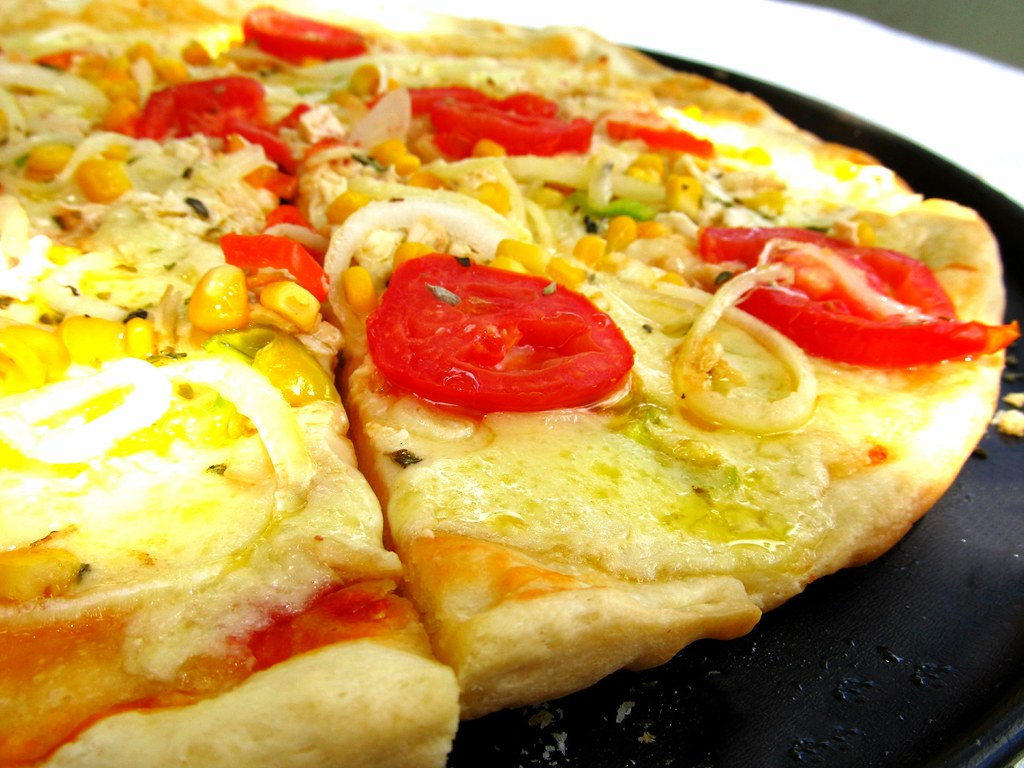 Pizza de queijo e frango feita em casa