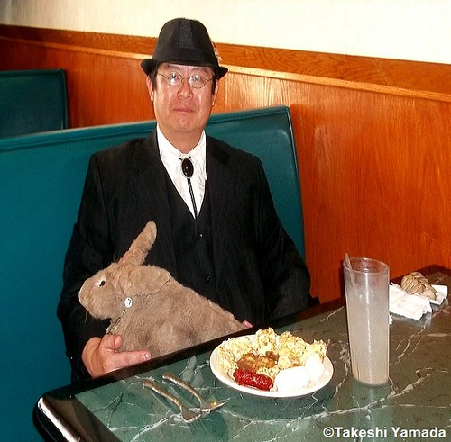 Seara (sea rabbit) and Dr. Takeshi Yamada at King's Buffet Chinese restaurant in Brooklyn, New York on July 23, 2012.  20120723 092==X King's Buffet