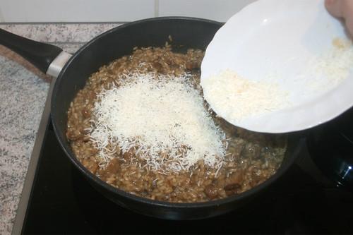 32 - Parmesan unterheben / Fold in parmesan