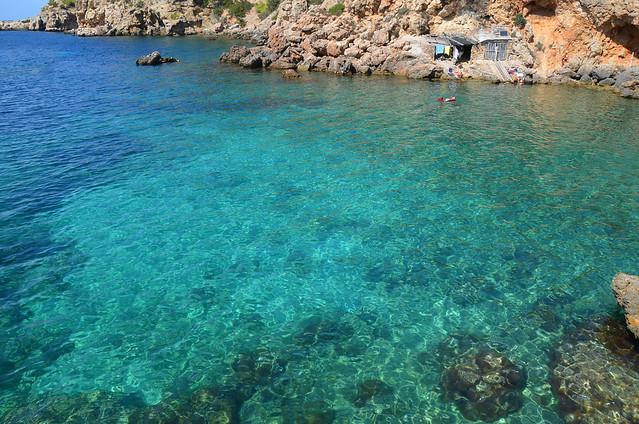Aguas cristalinas en las playas de Ibiza