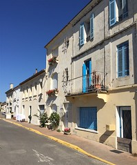 Bourg, right bank - Photo of Peujard