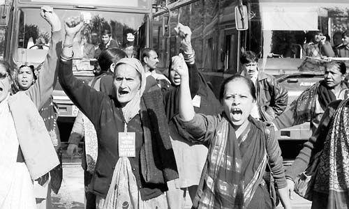 2012-12-18  印度婦女走上街頭呼籲保障婦女安全。