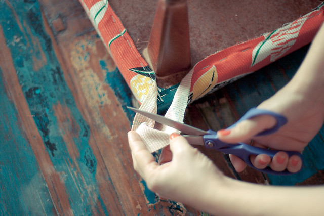 diy retapisser un tabouret vintage planb par morganours. Black Bedroom Furniture Sets. Home Design Ideas