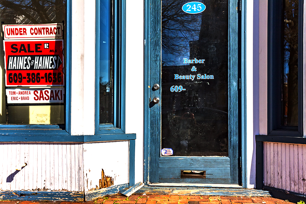 Shuttered-store--Burlington-3