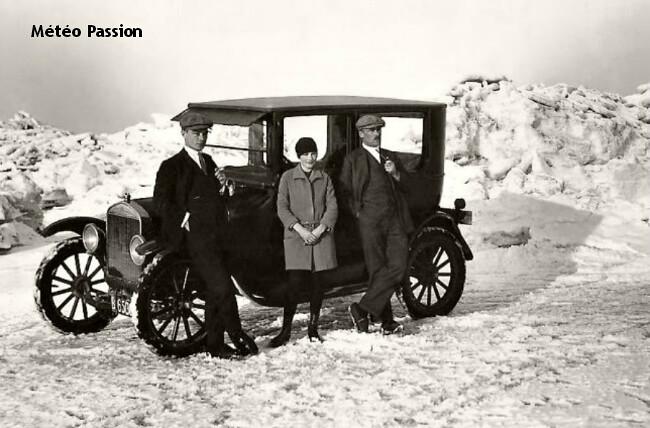 automobile devant la Mer du Nord gelée lors de l'hiver 1928-1929 météopassion