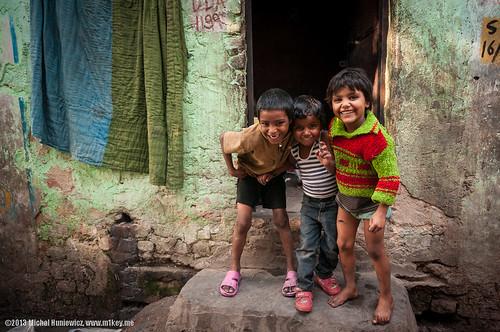 Photo:Children smiling in a slum By:M1key.me