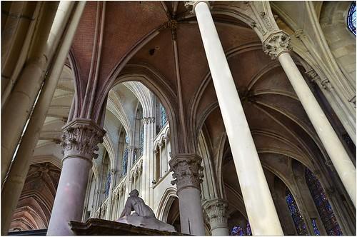 france choir nef gothic cathédrale nave vault gothique saintetienne auxerre voûte choeur déambulatoire ambulatory yonne clédevoûte collatéreaux