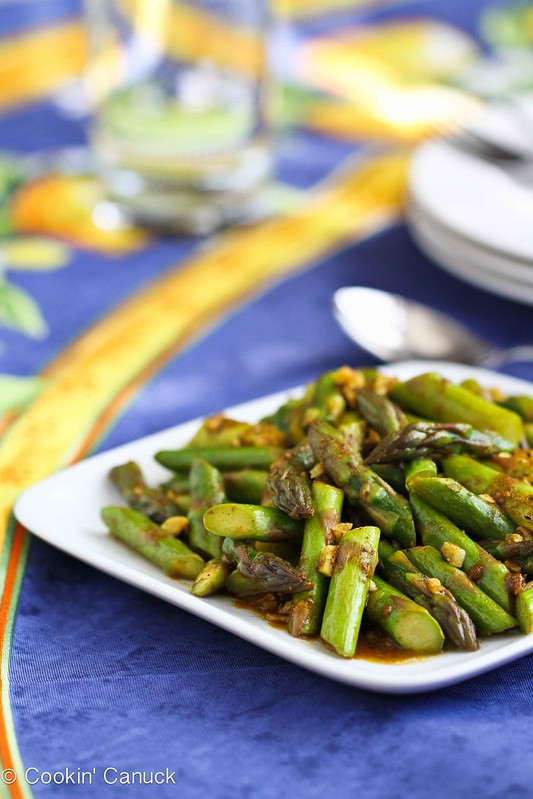 This 5-Ingredient Asparagus Recipe with Curry Sauce is a breeze to make! 47 calories and 1 Weight Watchers SmartPoint #vegetarian #healthy