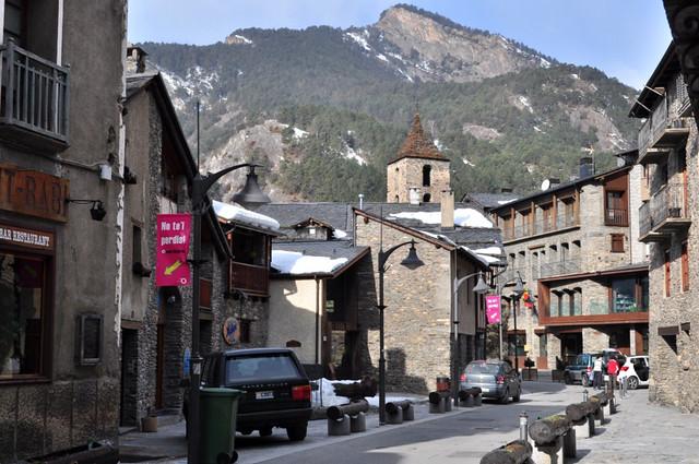 El Museo de Andorra, no sólo es historia por dentro, sino también por fuera, al estar cerca de la iglesia más importante del país. Andorra, #experiencia mucho más que nieve - 8581039314 aa90f1b182 z - Andorra, #experiencia mucho más que nieve