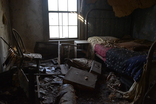 she loved her bedroom...but now it's left for others to love... @ hidden oaks farm by Aces & Eights Photography