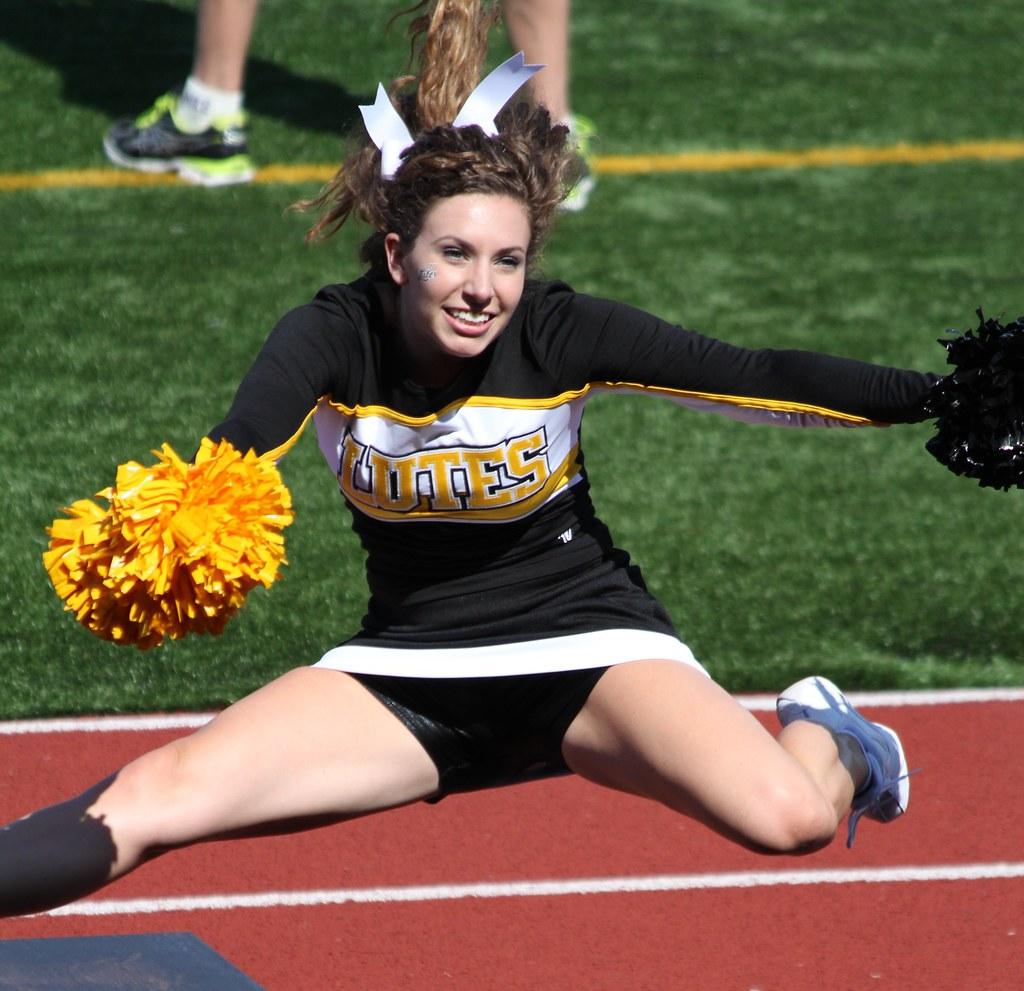 naked-flashers-college-cheerleaders-leg-hot