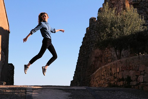 Tessa levitating in Sagunto_1245