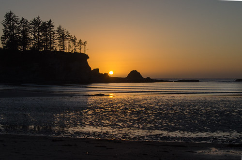 oregon unitedstates sunsets coosbay sunrisesunsetanythingsun sunrisesandsunsets beacheslandscapes travellinglens coppercloudsilversun tuttigliscattidelmondo planetearthsunrisesunsets planetearthlandscapes