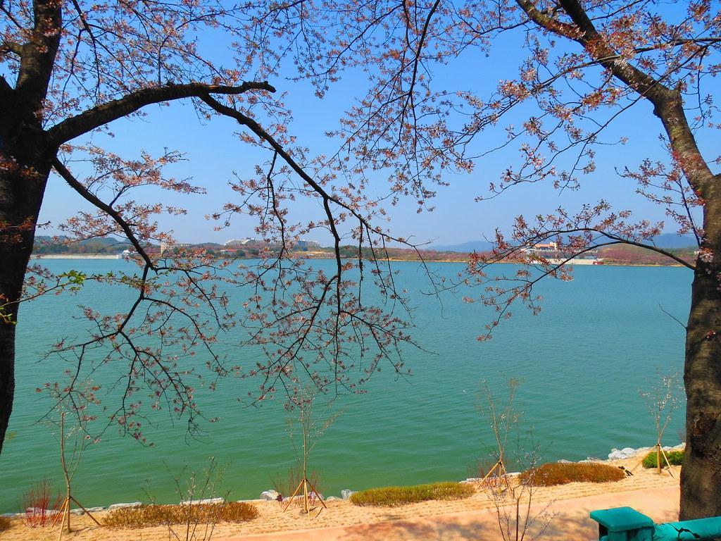 Bomunho Lake