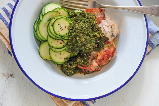 pesto chicken with zucchini_
