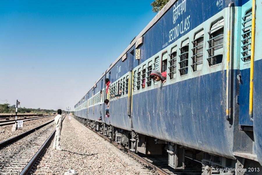 Индия, поезд с людьми