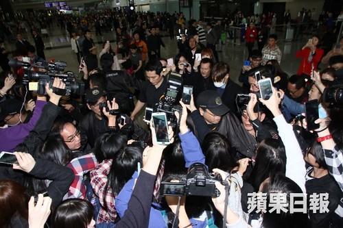 TOP arrival Hong Kong Press 2015-03-13 02