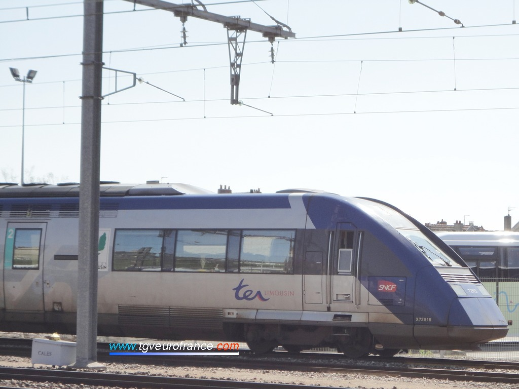 The X72515-X72516 SNCF trainset at Limoges-Bénédictins station