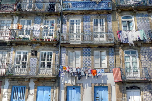 porto, facade with washing