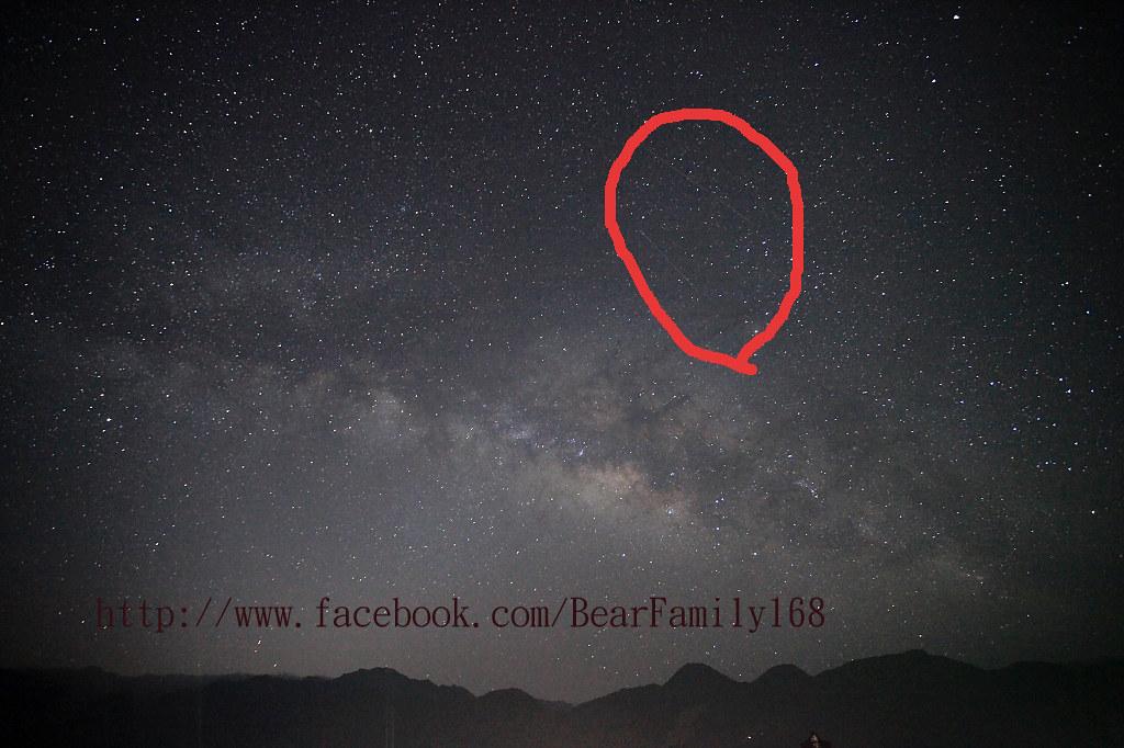 [南投清境奇景] 凌晨4點在民宿清境之星大露臺夜曝星雲意外拍到疑似不明飛行物體(有圖有真象)