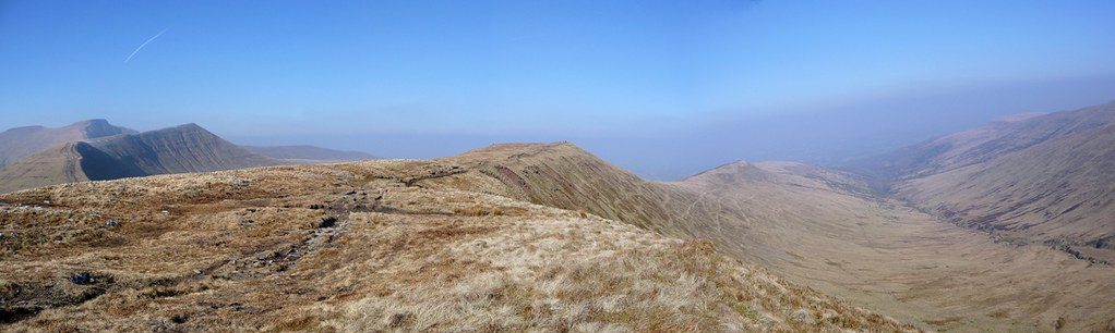 2936729353 - Pen y Fan Horseshoe