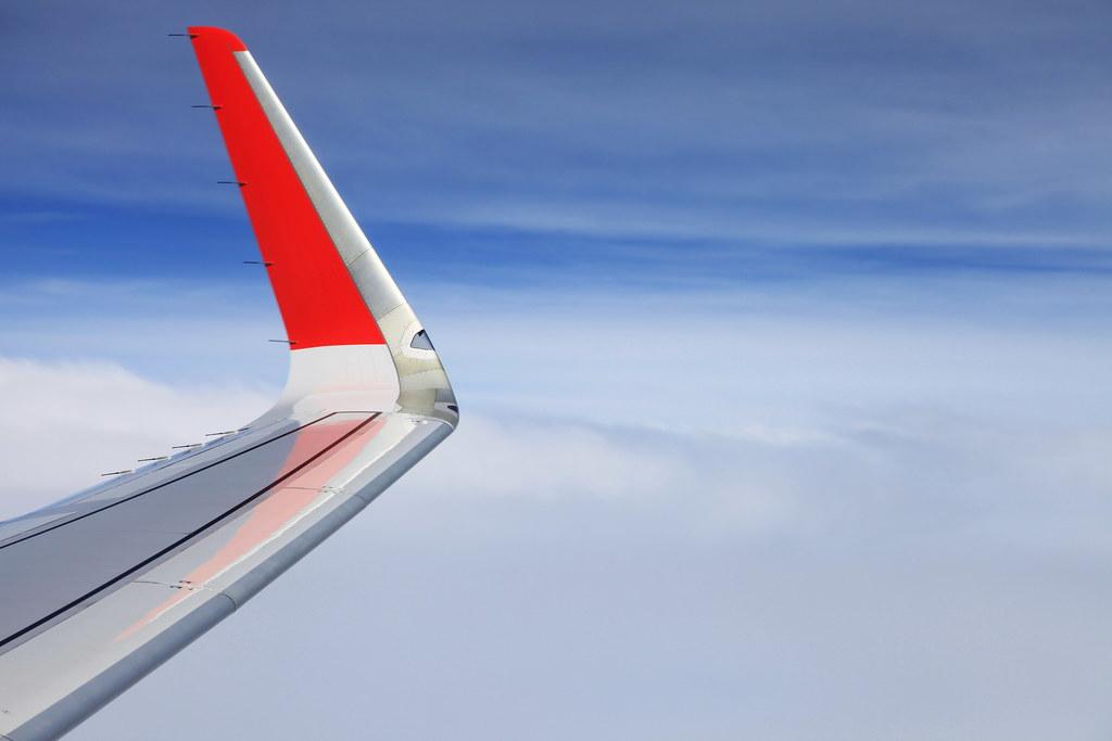 Kết quả hình ảnh cho Sharklet chỉ phần cánh phụ giúp ổn định máy bay và giảm lượng CO2 tiêu thụ trên dòng máy bay A320