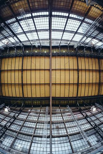 Wandelhalle Hamburg Hauptbahnhof 8mm Fisheye - Fuji X-Pro 1