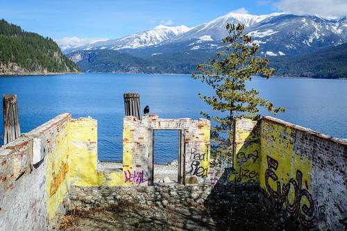 lake canada mountains bc britishcolumbia ruin raven kaslo