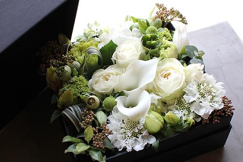 Box Flower Arrangement 005 Msize | White-Green
