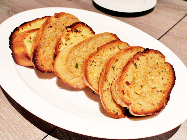 garlic bread breez bistro bar at grand mercure roxy hotel